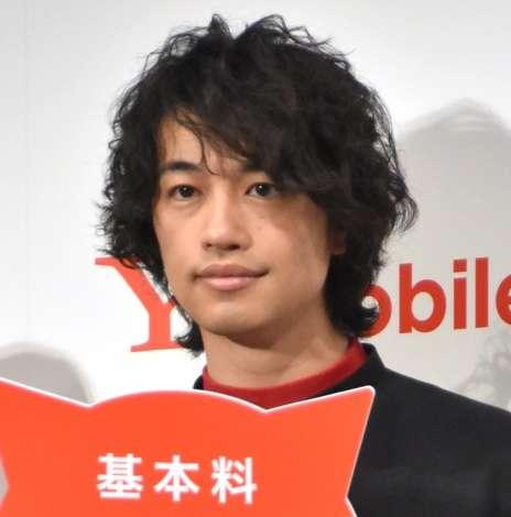 斎藤工、今度はにゃんこスターを完コピ「ナベプロさんの恩恵にあずかった1年」 | ORICON NEWS