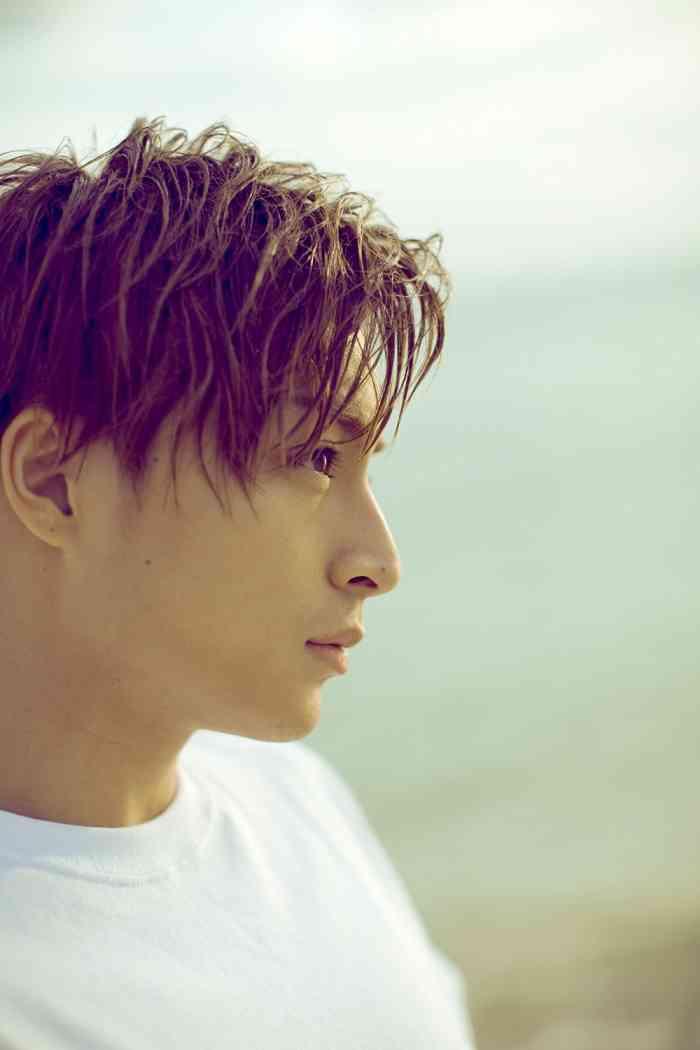 EXILE白濱亜嵐、初ソロ写真集でSEXYな一面も GENERATIONSデビューから5年の集大成