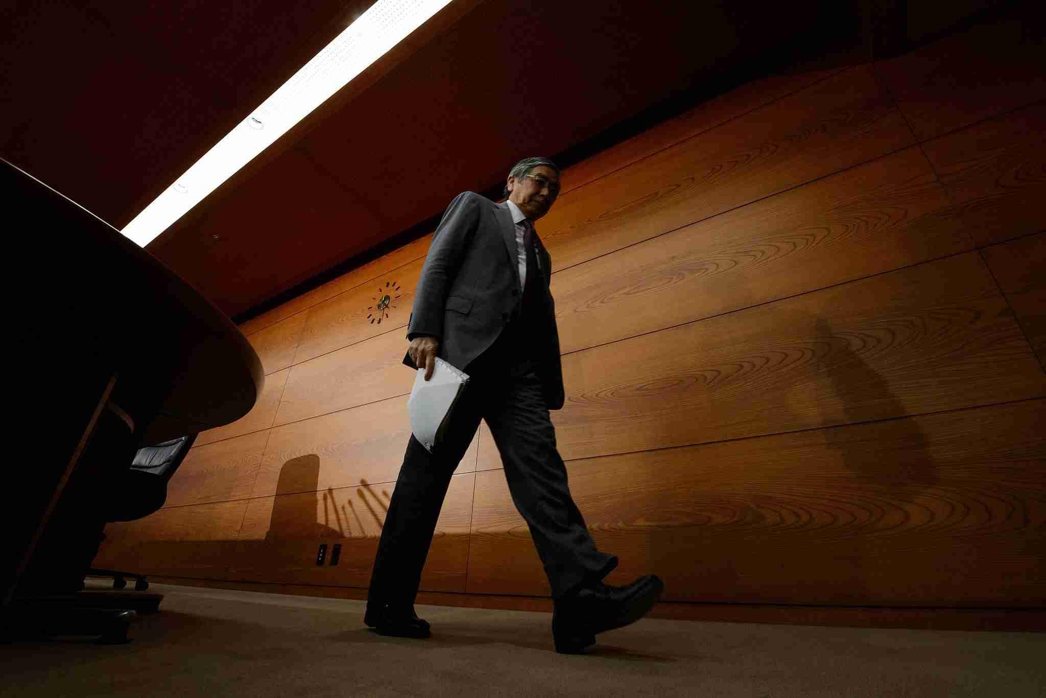 日銀:金融政策は8対1で現状維持、緩和不十分と片岡氏が反対 - Bloomberg