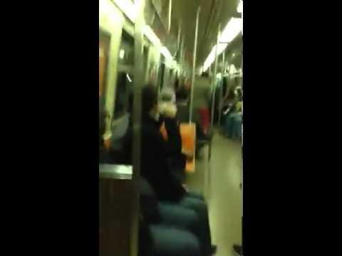 電車内で見知らぬ人同士が突然のコラボレーション。乗客大興奮の素晴らしい演奏! - tips (ティップス)- 1分間で楽しめる!コネタを集めたWebマガジン