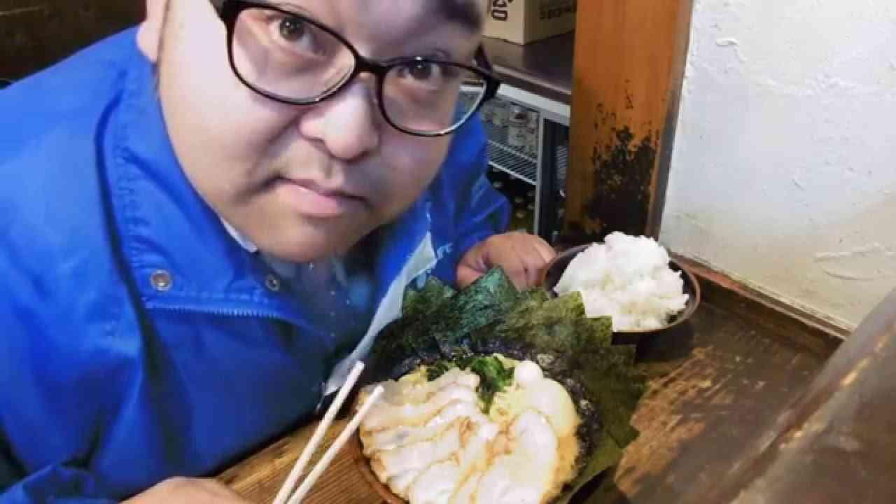 特盛チャーシューMAXラーメン ごはん大盛り - YouTube