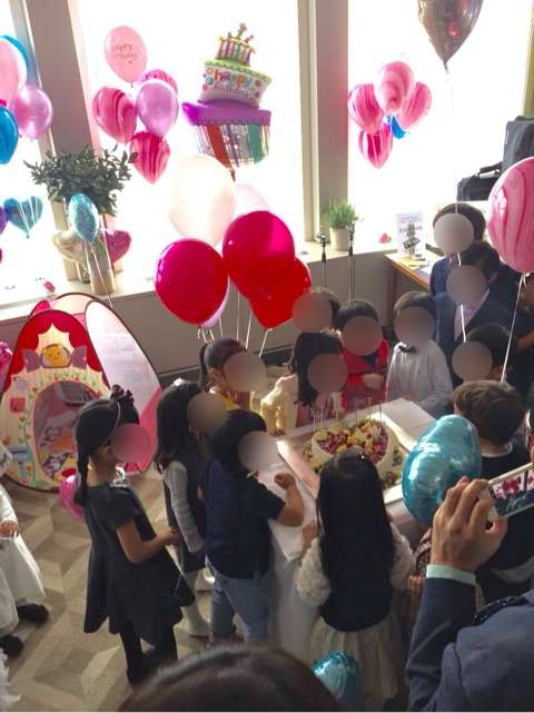 神田うの 娘が6歳になり、豪華誕生日会で夫とラブラブ2ショット