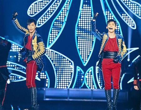 東方神起が帰ってきた!2年7カ月ぶり日本公演、4万人「お帰り~!」 (サンケイスポーツ) - Yahoo!ニュース