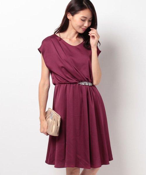 親族の結婚式のドレスは地味な色を選ぶのが常識ですか?
