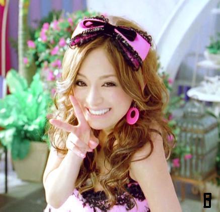 浜崎あゆみ、ピンク猫耳&舌ペロのステージ衣装写真公開で「お姫様なの?」「猫耳あゆ最強に可愛い」