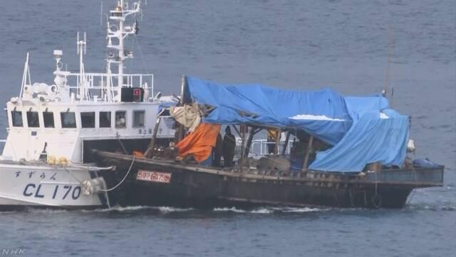 北朝鮮の木造船 船内で船舶用の地図発見 日本近海で違法操業か | NHKニュース