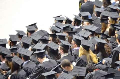 Fランク大学生の厳しい就職事情 以前の高卒就職先がシフト? - ライブドアニュース