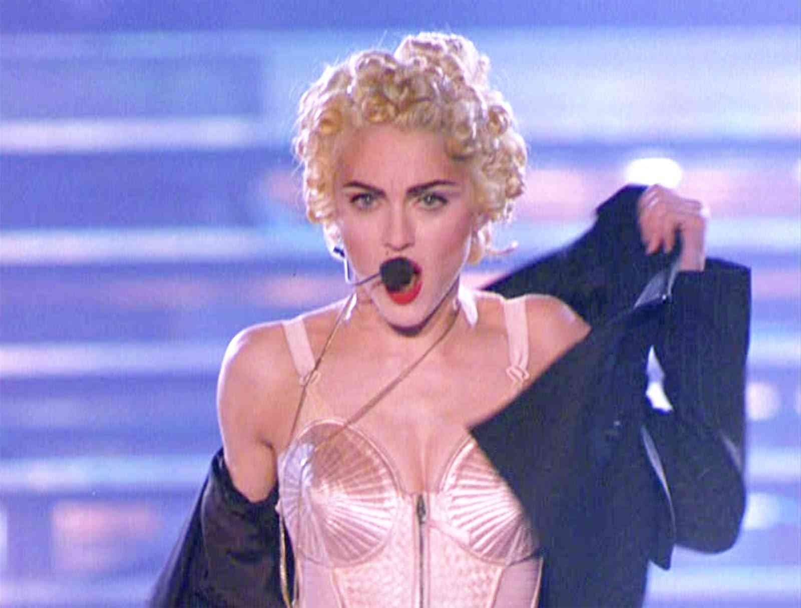 "MADONNA ""Express Yourself"" [Blond Ambition Tour] - YouTube"