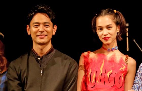 妻夫木聡、水原希子とキスしまくり「朝から晩までしてる感じ」