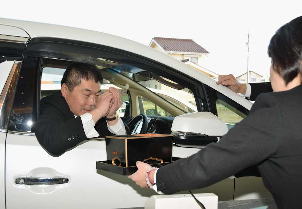 「ドライブスルー焼香」に賛否 17日オープン長野の葬儀場で全国初の試み