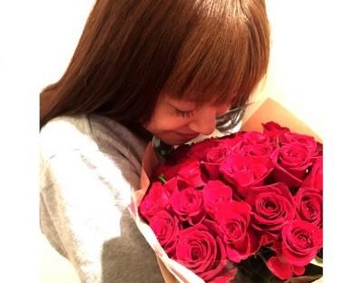 平愛梨、夫・長友佑都からの誕生日プレゼントに感動 ロマンチックな祝福に「素敵なアモーレ」と反響