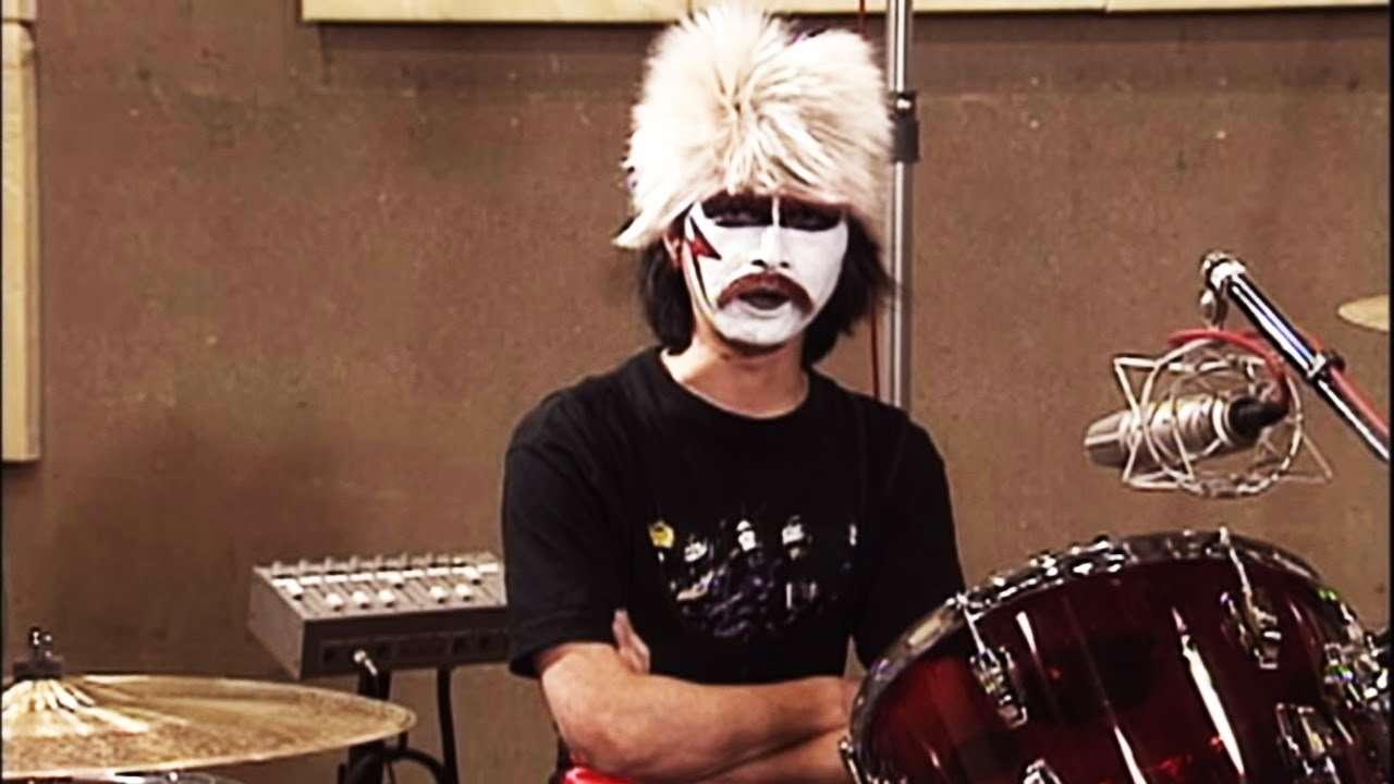 【神業】ライデン湯澤殿下のドラム【聖飢魔Ⅱ】 - YouTube