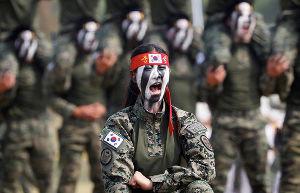 【恐怖】北朝鮮の金正恩抹殺を誓う斬首部隊の女性兵士をご覧ください | 保守速報