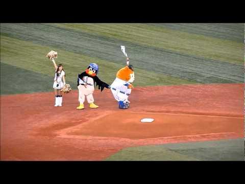 つばくろうvsスターマン マスコット対決 2012.5.1 - YouTube
