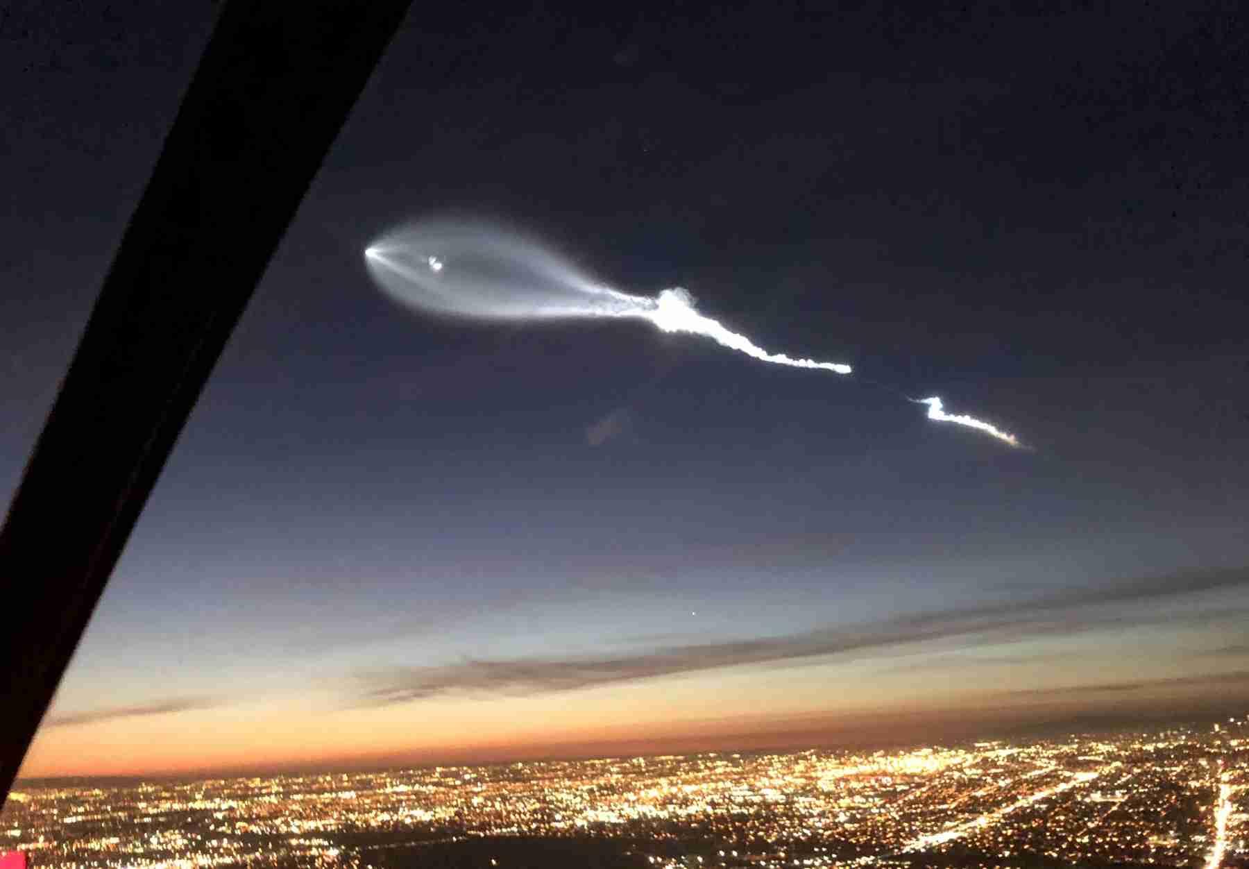 夕刻のLAに謎の飛行物体が出現し、一時SNSが騒然。実はSpaceXのFalcon 9ロケット - Engadget 日本版
