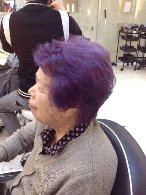 おばあちゃんがなぜ髪を紫に染めるのか理由が解明 - NAVER まとめ