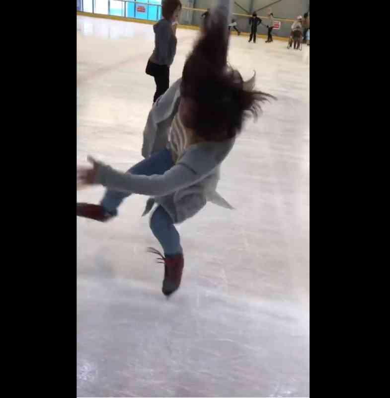無茶しやがって… 滑れないのにリンクに突っ込んだ結果、踊るようなスケートを披露してしまう|BIGLOBEニュース