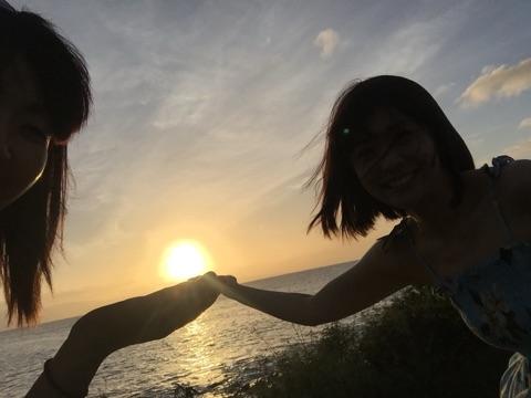 小林麻耶と市川海老蔵が同じポーズの「匂わせ写真」をブログに投稿