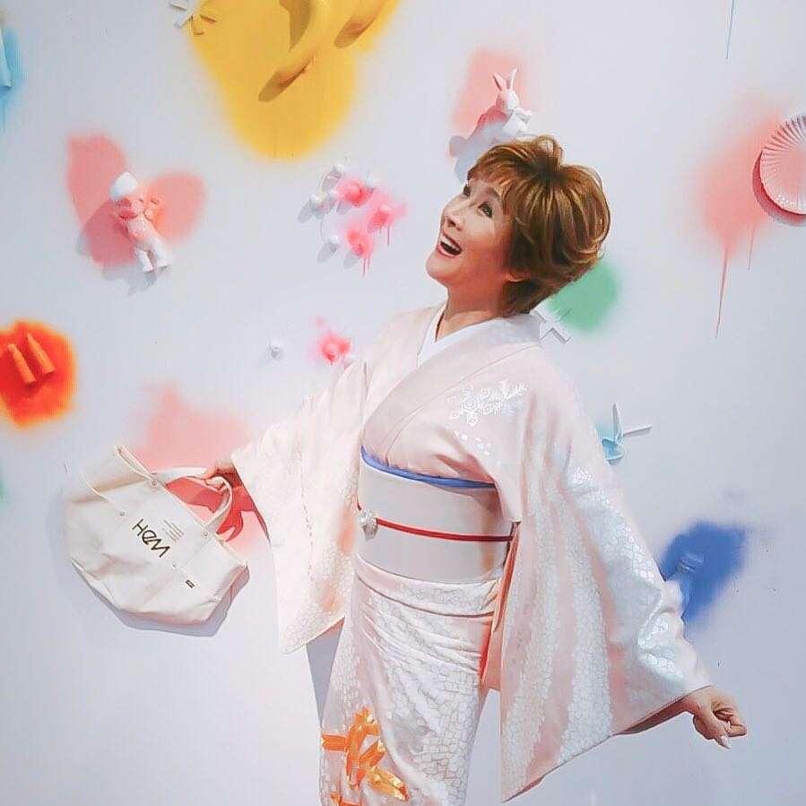 """いきなりハイレベル! 小林幸子、人生初挑戦の""""インスタ映え""""で若者の度肝を抜く"""
