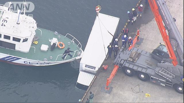トラックが海に転落…偶然、近くにいた船が支える