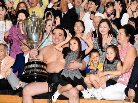 日馬富士、引退決断の理由は長女へのいじめ…伊勢ケ浜部屋後援会長明かす