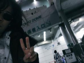 TOSHINARIこと菊池俊成(きくちとしなり)って誰?顔画像は?嵐の音響StaffがTwitterで「ジャニヲタ無理」「口パク」などの暴言を投稿し炎上…スタッフの情報まとめ | GirlyNews