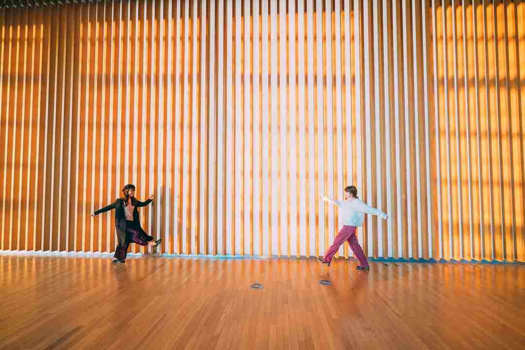 桃、国立新美術館での写真公開も「今回は撮影許可得てる?」「非常識」と批判相次ぐ