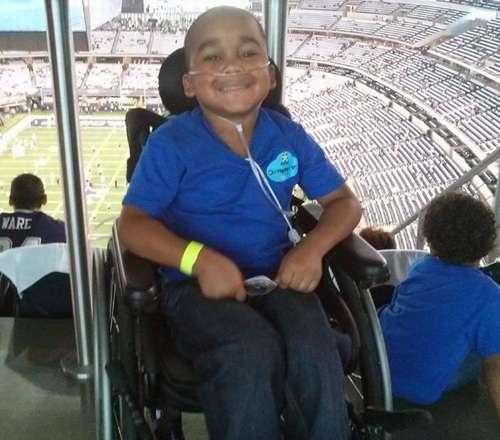健康体なのに13回も手術された少年、母が強要 | Narinari.com
