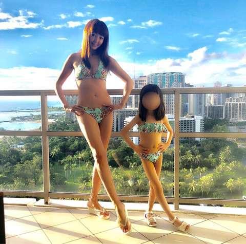神田うの 6歳の娘とおそろいのビキニ姿披露