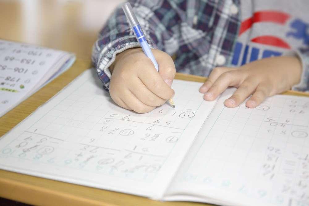 計算問題の「途中式」書いたら不正解!? 小学校の指導に「意味がわからない」 : J-CASTニュース