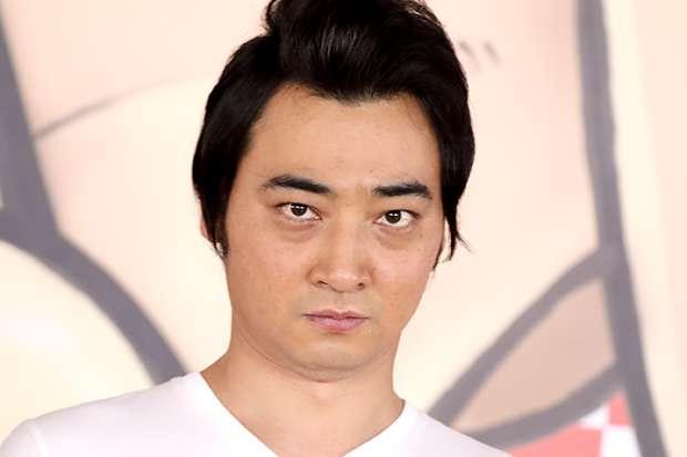 ジャンポケ・斉藤慎二のファンへの横柄な態度…出待ちしているファンに電話番号の交換か劇場出禁かの選択を迫る