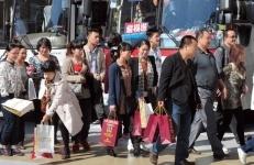 爆買いツアーの裏側 中国系免税店に誘導し悪徳在日中国人が儲ける仕組み - ライブドアニュース