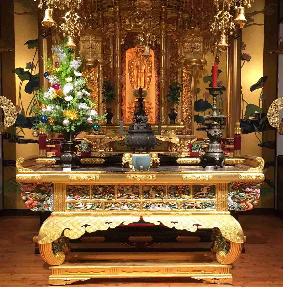 【画像】お寺の住職が仏花で再現した極楽の宝樹が完全にアレにしか見えない