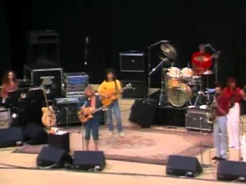 Joni Mitchell - Free Man In Paris - Live 1979 - YouTube