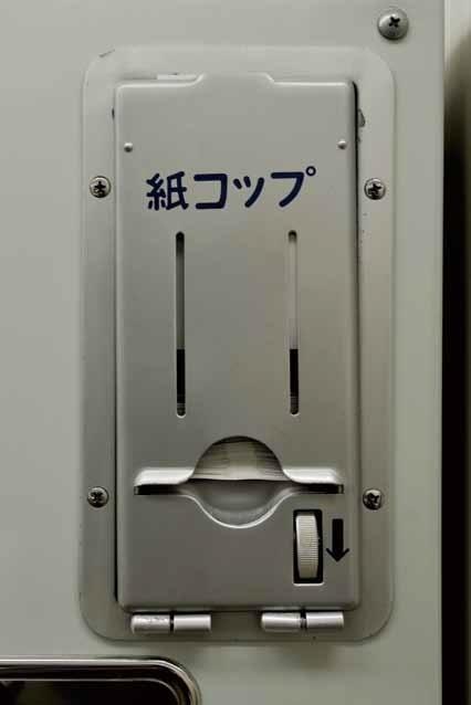 若い人は知らない?新幹線に備え付けられていた「小さな紙袋」の使い方