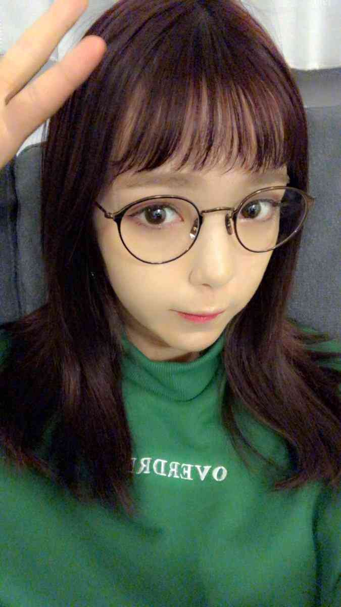 藤田ニコル、オン眉×メガネにファン興奮「新鮮かわいい」「女神すぎる」