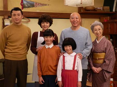 実写版「ちびまる子ちゃん」新さくら家がお披露目。母役に飯島直子