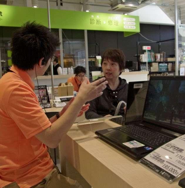 PCデポ株価半値 解約料問題で客離れ懸念  :日本経済新聞