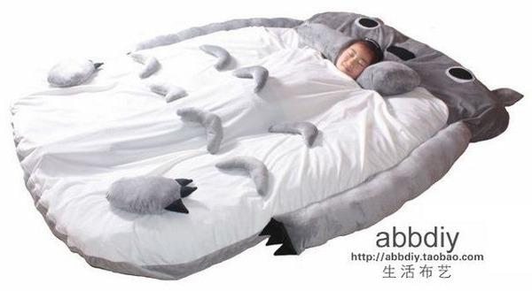 【怪しさMAX】中国の通販サイトでトトロの巨大ベッドを発見!! しかし気になる点が…