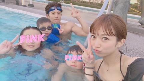 辻希美、家族とプチ旅行へ プールで水着姿も公開