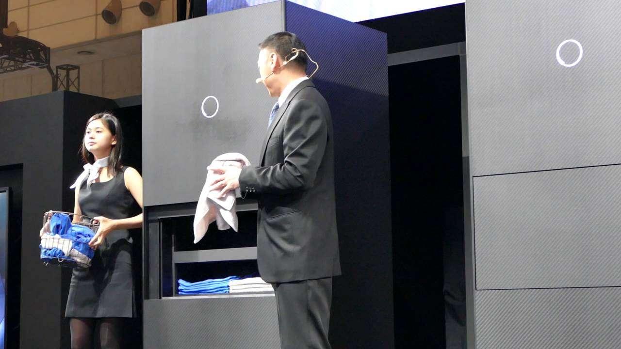 洗濯物折り畳みロボット ランドロイド 記者発表 CEATEC2016 - YouTube