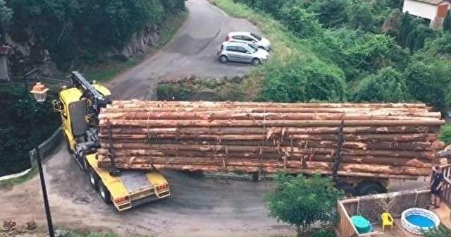 驚きのドライブテクニック!超長い木材を積んだトラックが細い道を走る→その先には・・・ | Lenon