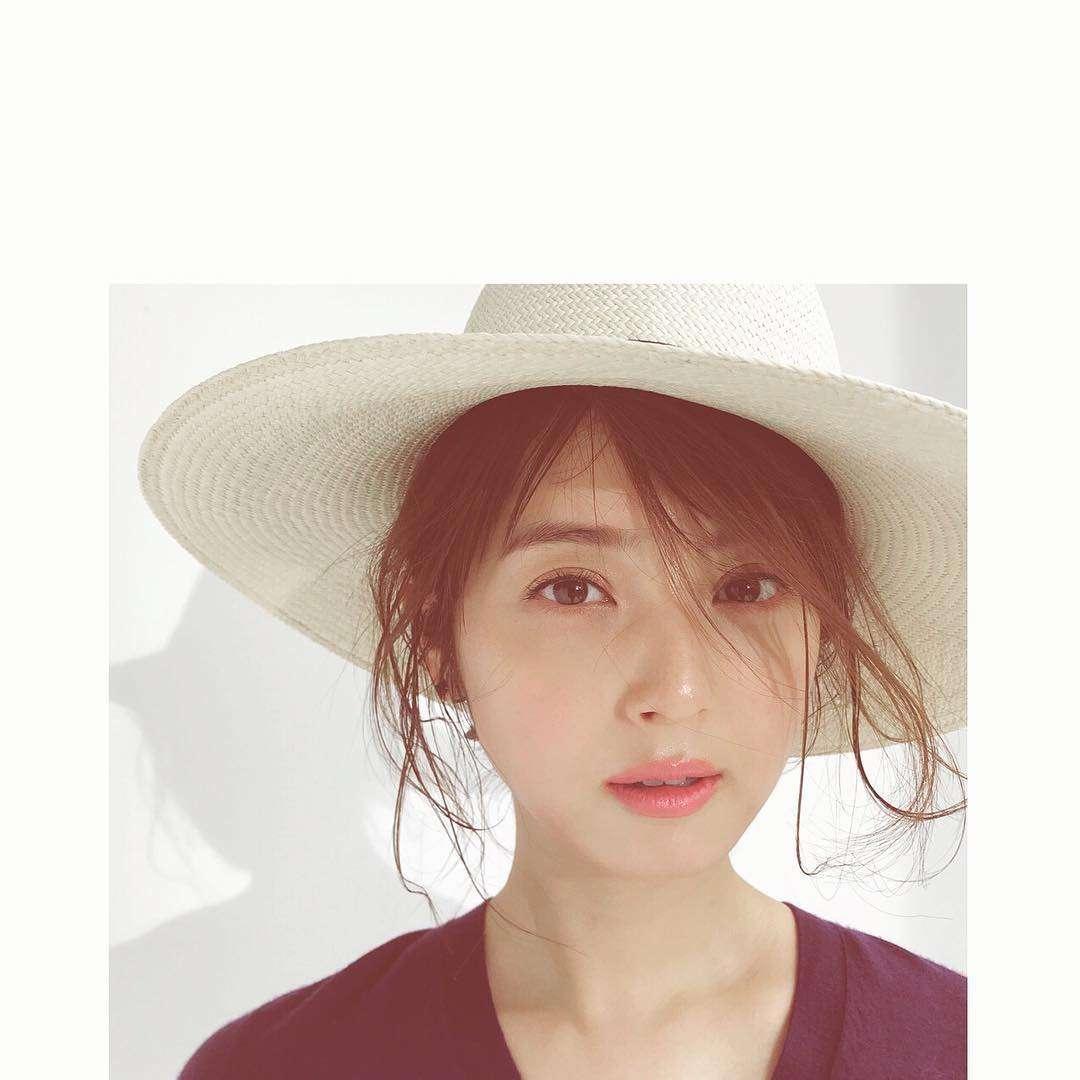 佐々木希がヌーディーメイクで「おフェロ顔」 お色気全開の美貌が話題