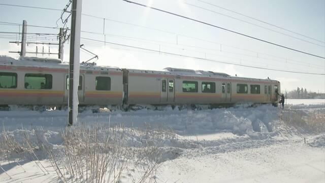"JR信越線 大雪で立往生 ""バス提供の申し出辞退""   NHKニュース"