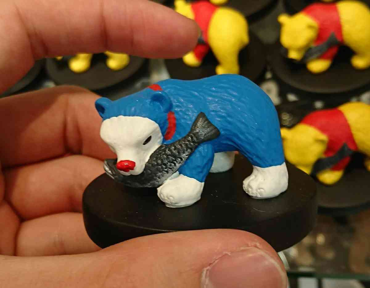 空港のお土産屋さんで著作権ギリギリまで攻めた木彫りのクマが売られているのが発見される「これはヤバイ、あの会社が来るぞ」