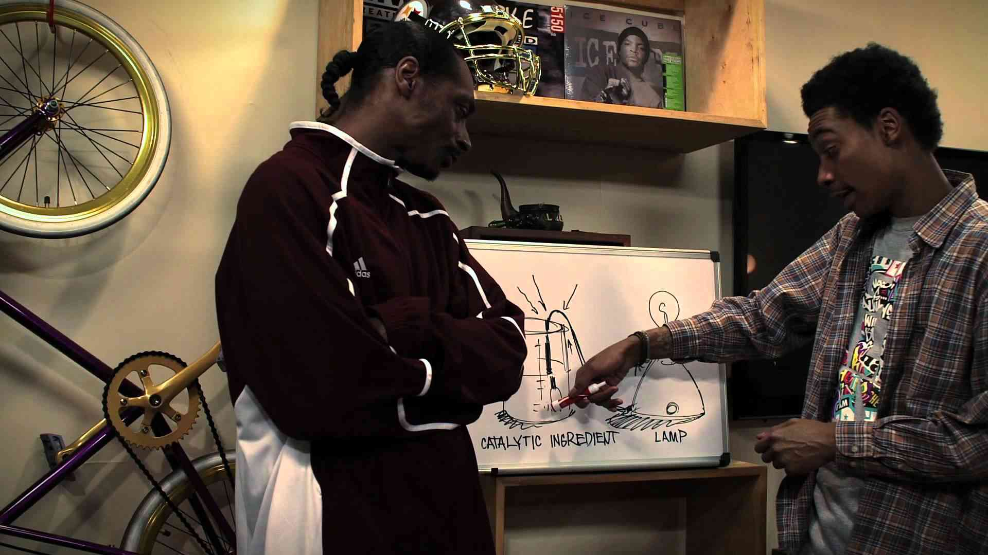 Snoop Dogg & Wiz Khalifa - Young, Wild and Free ft. Bruno Mars [Official Video] - YouTube