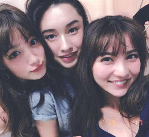 石川恋のCanCam密着ショットに「美女揃い」 | Narinari.com
