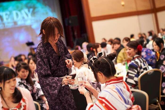 YOSHIKI「芸能人格付けチェック」でお菓子を食べ続けた理由を明かす