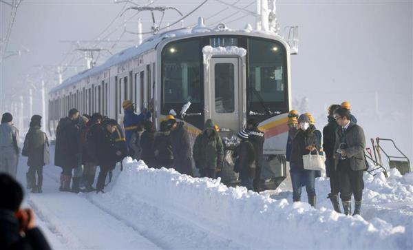 菅義偉官房長官が大雪で電車立ち往生に不快感 - 産経ニュース