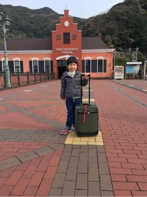 野田総務相、障害ある長男連れて海外出張へ 費用は自費